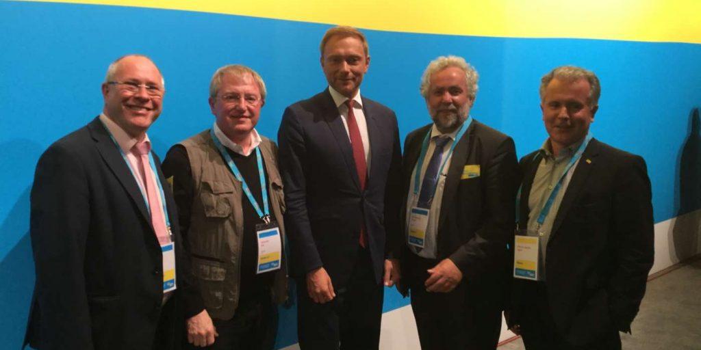 Vertreter der FDP Main-Kinzig auf dem 69. Bundesparteitag der FDP in Berlin (v. l. n. r.: Thomas Schäfer, Alexander Noll, Christian Lindner, Dr. Ralf-Rainer Piesold und Prof. Joachim Fetzer)